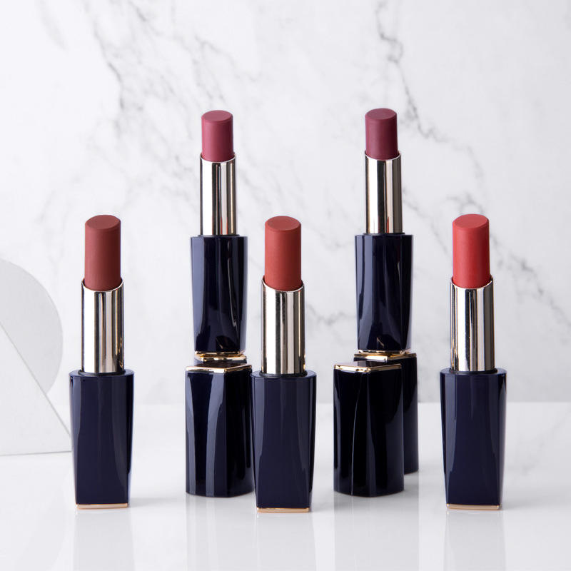 Moisturing Easy Colored Lipstick